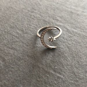 Jewelry - BRAND NEW beautiful star and moon silver ring